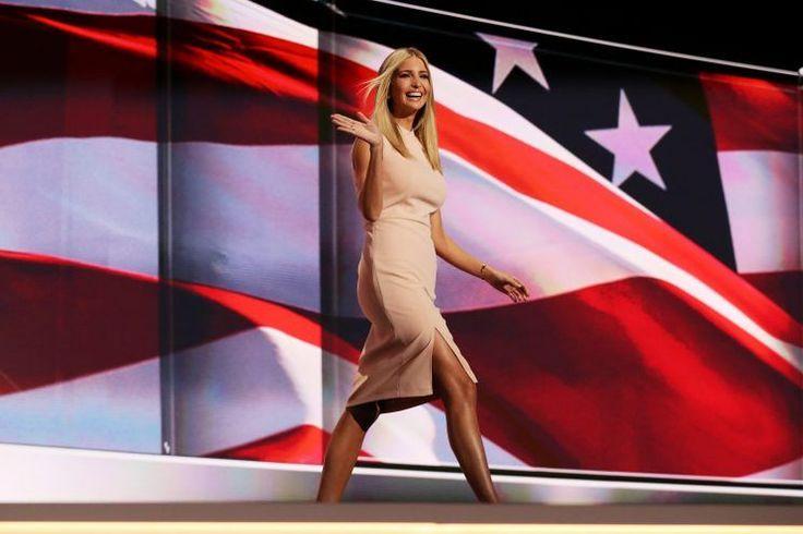 Ivanka Trump sigue estando en el punto de mira de aquellos que se oponen a la posición política y la opinión pública de su padre. Primero fue la carta que escribieron las diseñadoras de joyas, en la que le decían a la madre y empresaria que las ganancias derivadas de sus compras serían donadas para apoyar