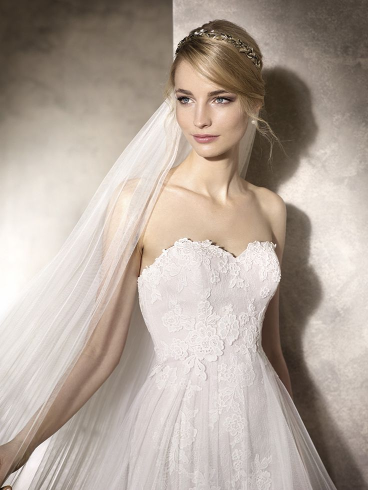 Bridal Beauty <3 Beautiful Sweetheart neckline with lovely lace - A Perfect Fit!! House of Silk Bridal Boutique Cape Town