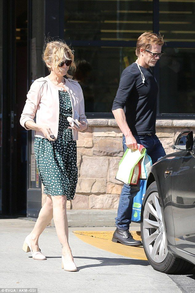 Easy:Kevin Bacon and wife Kyra Sedgwick had a run in with the aggressive wind on Monday i...