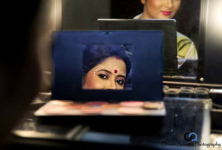 Bride getting ready, bengali bride, bengali tradition, make up, Indian wedding