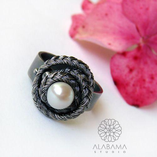 Klasyka w warkoczu - srebrny pierścionek z perłą / Alabama / Biżuteria / Pierścionki