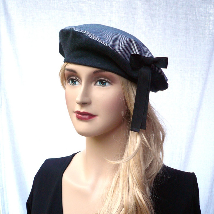 Black and white houndstooth classical beret with bow. $31,00, via Etsy.