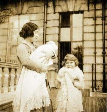 Обучением Елизаветы занимался лично ее отец - король Георг VI. В числе ее учителей также значились в... - Предоставлено: Аргументы и Факты