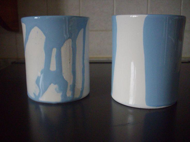 Diversa forma di bicchiere,cilindrico. Doppio smalto a colaggio.