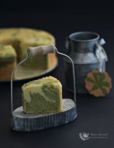 Matcha Marble Cake 抹茶大理石蛋糕 | Anncoo Journal - Come for Quick and Easy Recipes