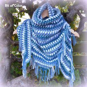 Een kleine omslagdoek kun je als een sjaaltje dragen.  Mooi voorbeeld hiervan is de granietsteek-omslagdoek  van byClaire.  Dit model is nie...