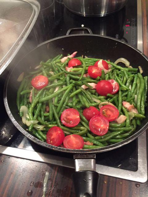 Sonntagsküche: Zarte Rinderrouladen mit Prinzessbohnen und Salzkartoffeln - geschmort im neuen Bräter Hekla (von meinem Mann......)!  http://www.mihaela-testfamily.de  #Food #Foodblog #Rezepte #Rouladen #Rinderroulade #Prinzessbohnen #lecker #Kochen #Cooking