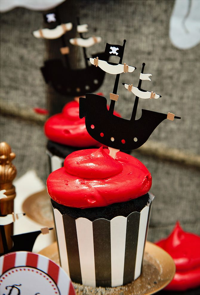 Spectacular Pirate Party on the Beach {First Birthday} Cupcakes