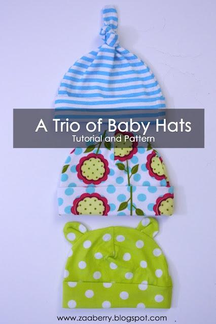 Drie eenvoudige babymutsjes van tricot. 1x met sliert met knoop erin bovenop, 1 x 'gewoon' en 1x met oortjes