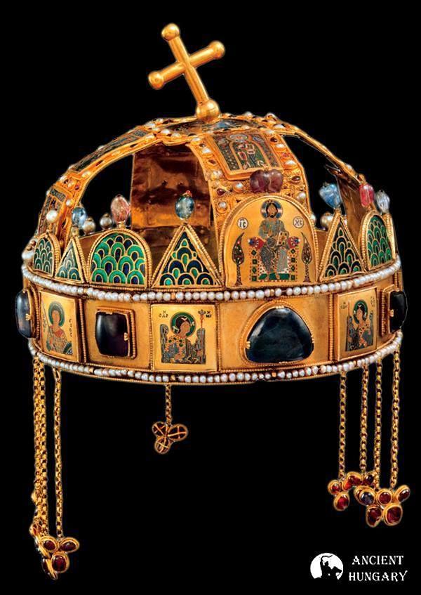 A Szent Korona Eszme alapelvei: Magyarország örökké szabad, főhatalma a Szent Korona.