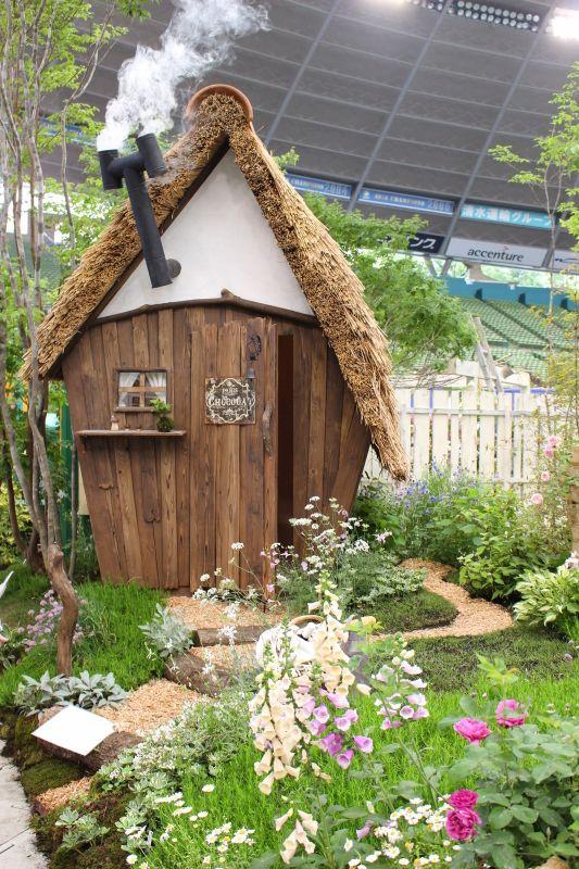我が家が完成したのは3年前の6月その頃は自分で小屋をDIYするなんてコトも考えられずよくありがちなスチールの物置がやって来た =3=3=3この場所がキッチ...