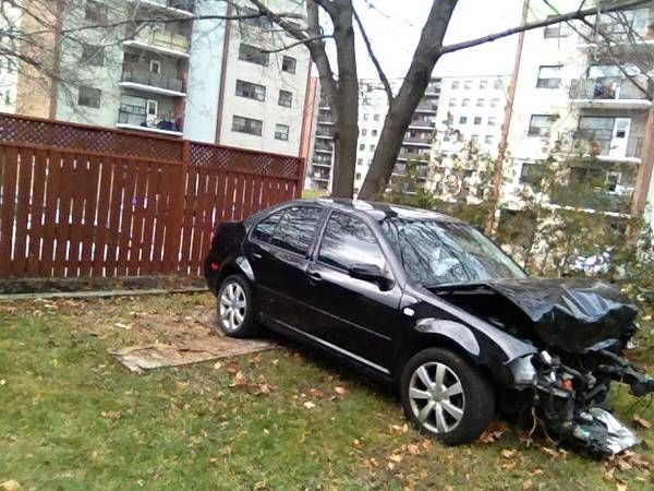 2008 Volkswagen Jetta. Wreck damaged, Engine good. 130,000 kms (Toronto)