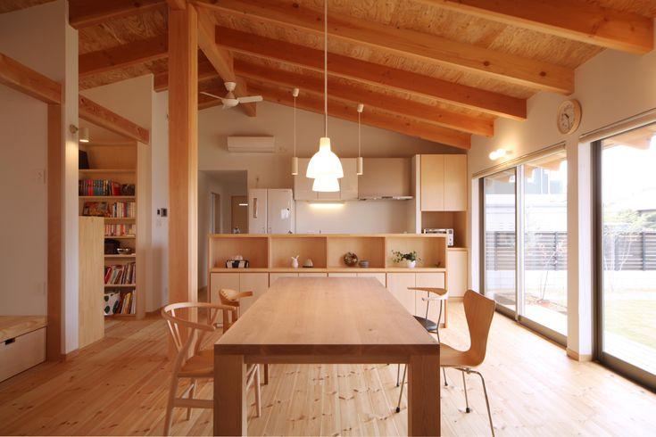 ダイニング(切り妻屋根のシンプルな平屋の家) - リビングダイニング事例|SUVACO(スバコ)