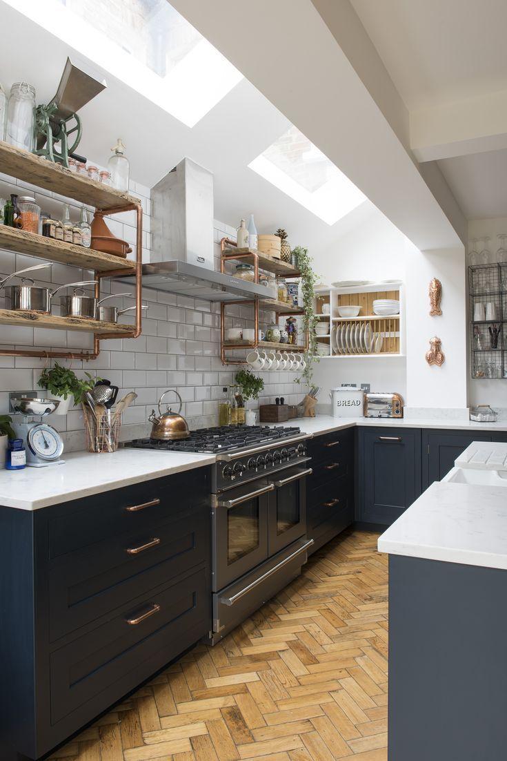 Eine schön aussehende Küche, wir lieben es, wie die Oberlichter viel natürli