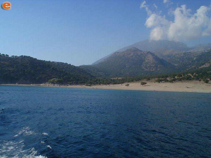 Η παραλία Παχιάς Άμμου.