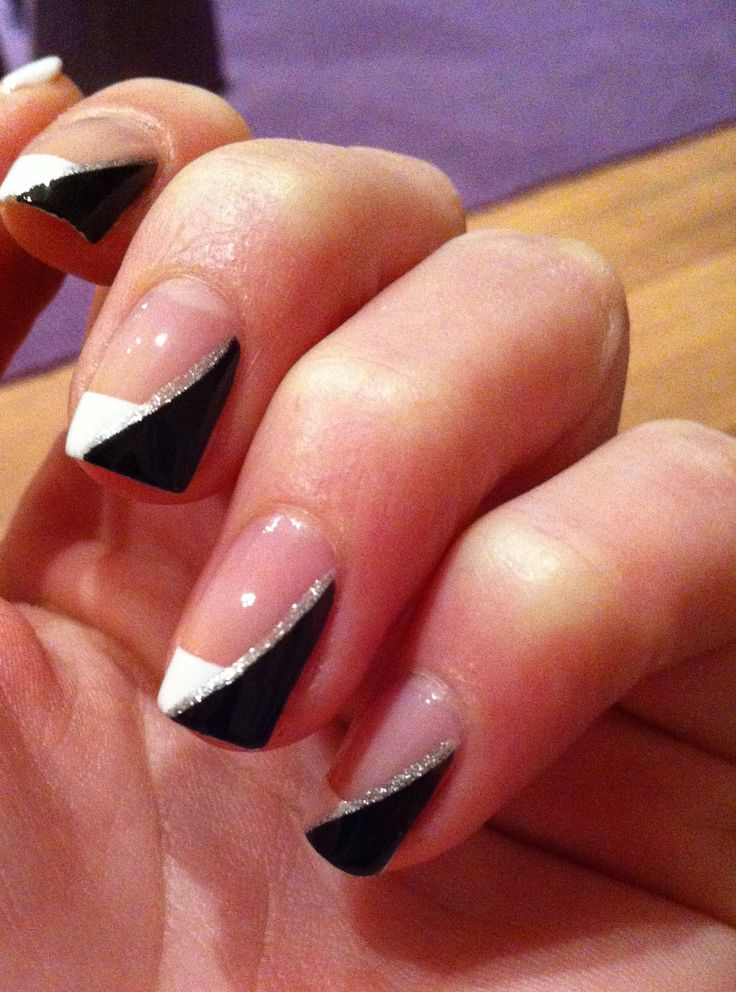 #Diagonal french manicure #blackandwhite #nailart