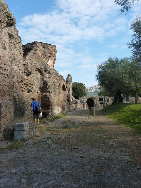 how to get to villa adriana from rome