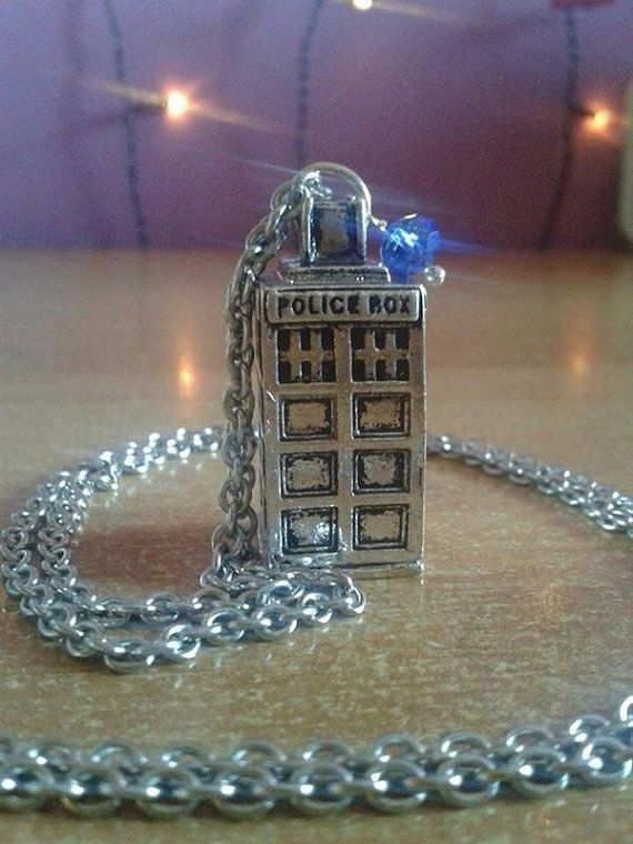 Doctor Who T.A.R.D.I.S. Inspired Necklace di FollowTheGrace