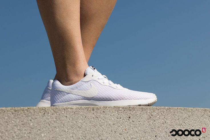 Get 'm while it's hot! Hij is bijna uitverkocht dus just do it! https://www.sooco.nl/nike-tanjun-se-witte-lage-sneakers-25827.html