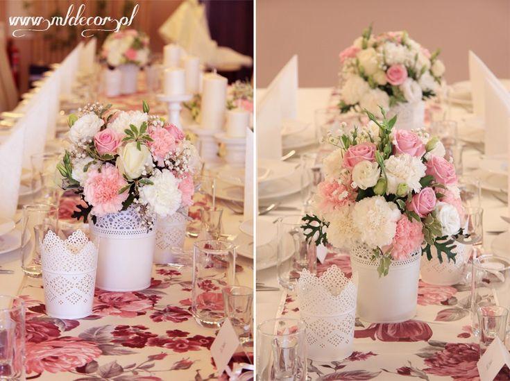 Koronkowe osłonki, różowe dekoracje ślubne