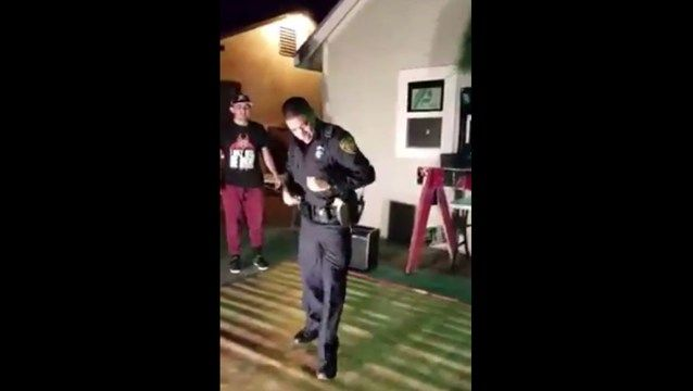 Cop Shows Up For A Noise Complaint But Ends Up Dancing Instead! -  Click link to view & comment:  http://www.afrotainmenttv.com/cop-shows-up-for-a-noise-complaint-but-ends-up-dancing-instead/