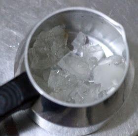 DIY Faça você mesmo velas aromatizadas para dar de presente, lembrancinhas e decoração usando parafina em gel. Fácil, rápido e barato!