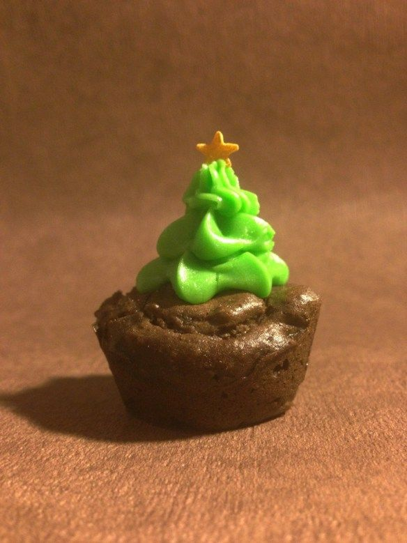 christmas tree picture mini cupcake choclate brownie with butter cream piped topping