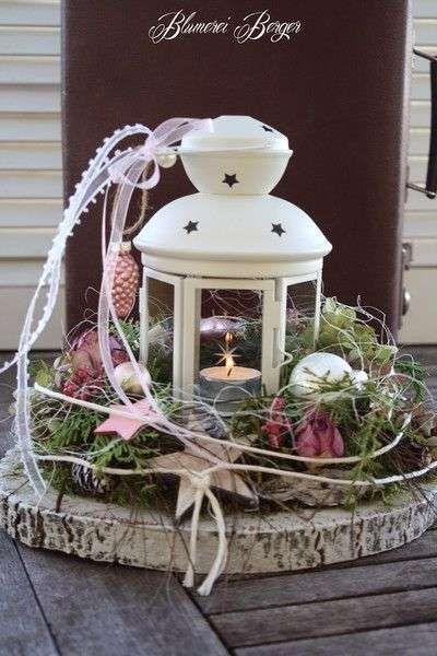 Rondin de bois et lanterne avec une bougie pour la décoration de la terrasse à Noel . 17 Décorations de Noel DIY avec des rondins de bois