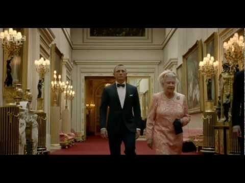 Queen Elizabeth arrives at the Olympics with James Bond  http://britsunited.blogspot.com/2012/07/queen-famous-faces-light-up-olympic.html