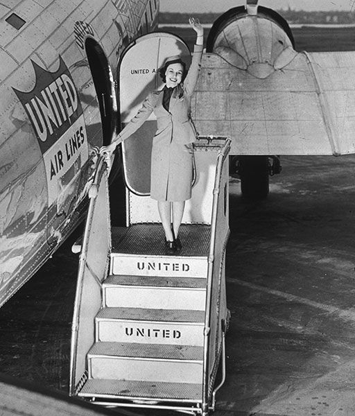 gty 03 flight attendants 1945 lpl 130807 wblog 13 Fantastic Flashback Flight Attendant Fashions
