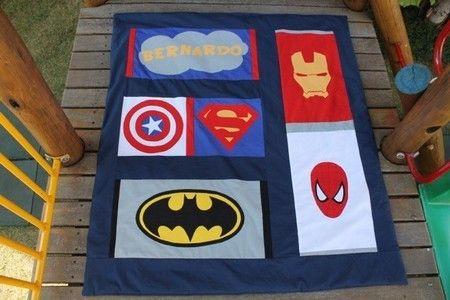 #Edredom #Berço ou Mini-cama - Super heróis, em tecido 100% algodão e aplicação dos símbolos de cada super #herói, perfeito para #meninos (ou meninas, eu sou menina e adoraria um!). #Crib or Children's bed duvet or #quilt designed with #Superheroes symbols (appliqué) all made with 100% cotton fabric. Perfect for #boys (or girls! I'd love one and I'm a girl!)