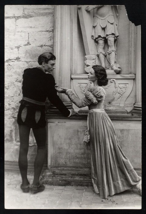 laertes and claudius relationship