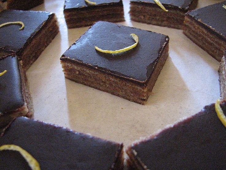 Semmi kétség, ez a sütemény volt a márciusi potluck legszebb és szerintem legfinomabb alkotása. Anna és Feri hozta, hálás köszönet érte.   K...