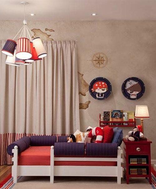 Decoração quarto de menino - tema piratas - cama - Pintura na parede por Thais Peres