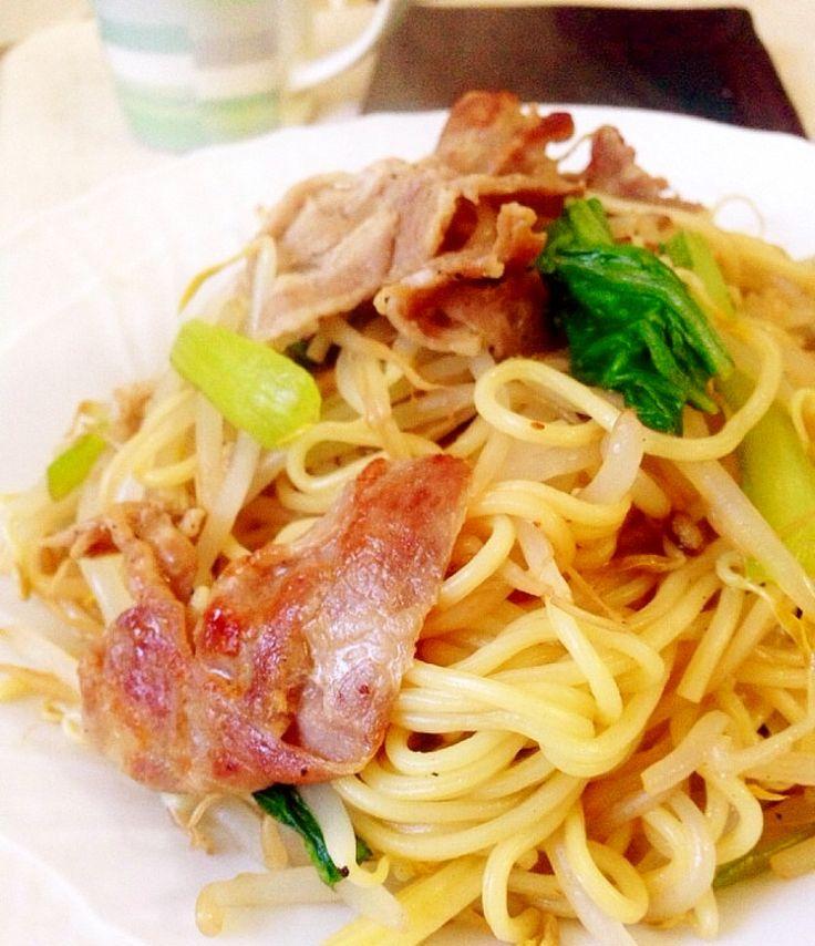 ノンオイル♫ヘルシー上海風焼きそば    普通のテフロンフライパンでも、蓋で蒸し焼きしすればノンオイルで焼きそばが作れます!。