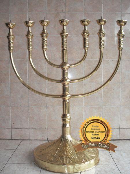 Kerajinan Kuningan Tempat Lilin dari bahan kuningan yang biasa di pakai untuk hiasan kamar atau catering wedding party untuk dekorasi dan pengusir lalat