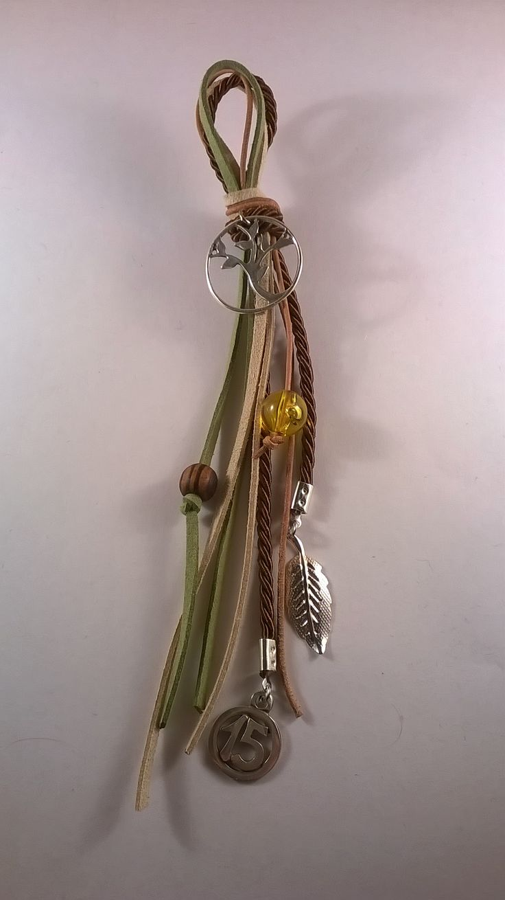 Χειροποίητο γούρι με πράσινα, εκρού και καφέ κορδονάκια, το δέντρο της ζωής, χάντρες και μεταλλικά στοιχεία.