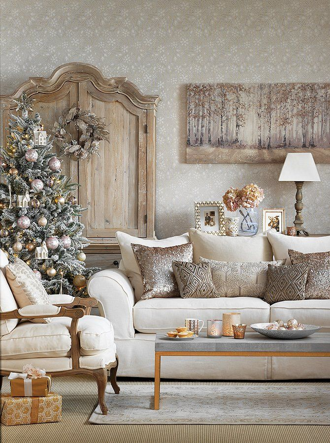 Neutral colour living room with the perfect Christmas tree - a study in style