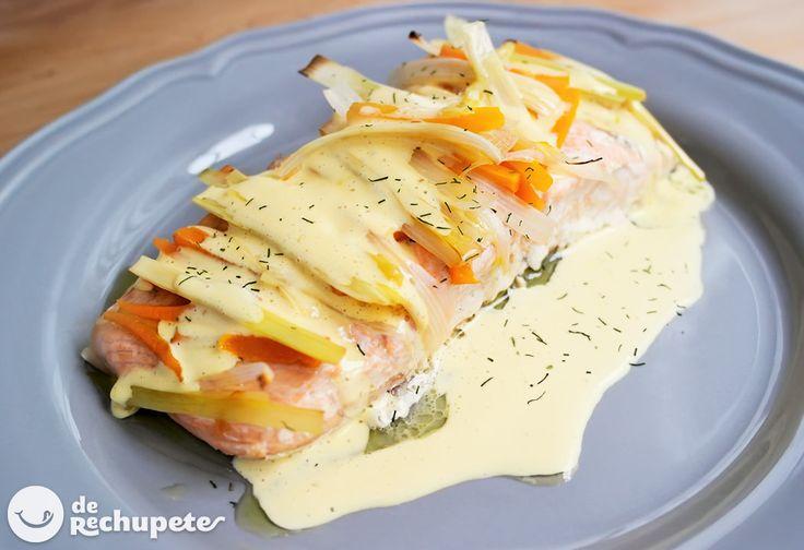 Has probado el salmón en papillote? Está #derechupete con una salsa holandesa http://www.recetasderechupete.com/salmon-en-papillote-con-salsa-holandesa/13198/
