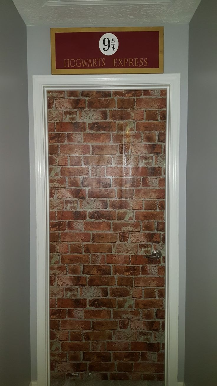 Harry Potter bedroom brick wallpaper platform 9 3/4 sign Kings Cross
