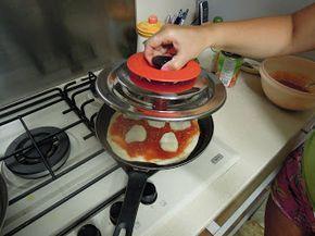 Pizza margherita con Magic Cooker | Le ricette di Anna e Flavia
