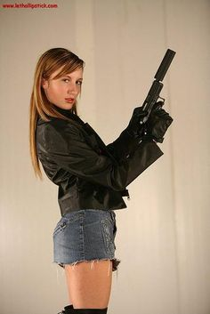 I love gun girls...