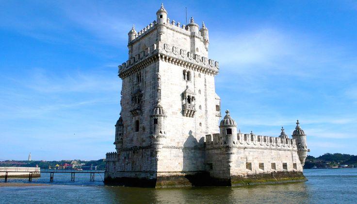 Belémská věž,portugalsky: Torre de Belém je opevněná věž v Lisabonu, v městské čtvrti Belém. Byla postavena na začátku 16. století.Věž je 35 metrů vysoká, má čtyři patra a terasu, která nabízí krásné výhledy na okolní krajinu.