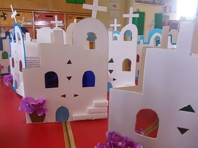 Griekenland 1 BRILLIANT!! this would be easy to do down the classroom hallway or in the MPR - I have a roll or white paper, cut the top and paint windows & doors