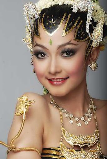 Beautiful Yogyakarta Woman, Beautiful Javanese Traditional Dress - Yogyakarta, Java, Indonesia