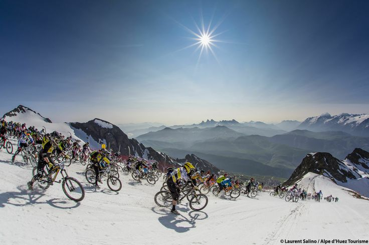 Megavalanche - Mountain biking from the glacier to the valley floor in Alpe d'Huez