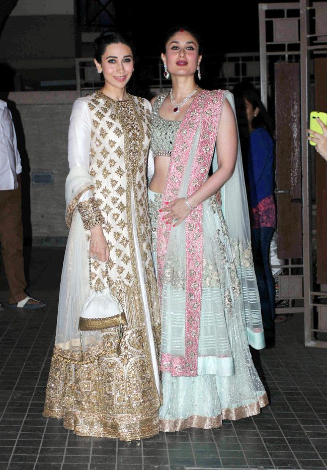 Karisma Kapoor and Kareena Kapoor, looking gorgeous in Manish Malhotra designed lehenga at Soha Ali Khan, Kunal Khemu's wedding reception. #Bollywood #Fashion #Style #Beauty