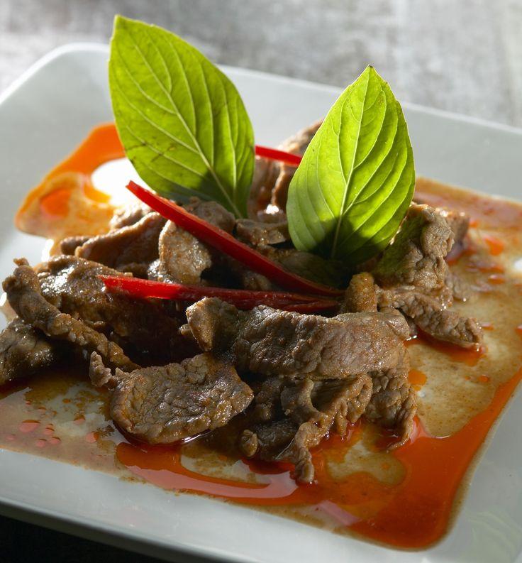 Panang-curry on keskithaimaalainen kuiva curryruoka. Naudanlihan sijasta curryyn voi käyttää possua, kanaa tai kasviksia. Panang-currytahnaan käytetään muun muassa sitruunaruohoa, limettiä, kafferilim...