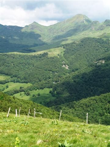 cantal auvergne france walking holidays