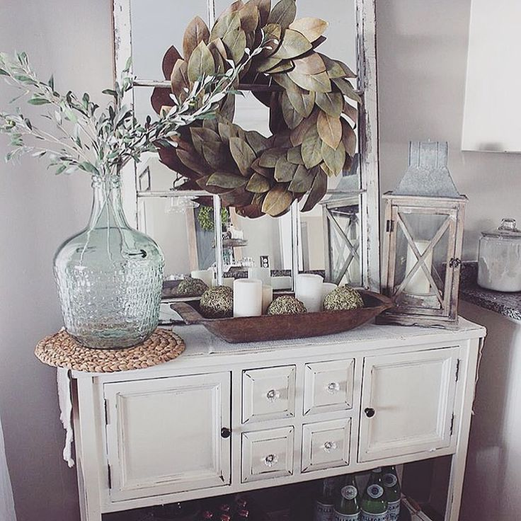 Mirror W Wreath Above Entryway Table